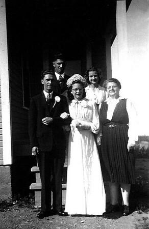 MARRIAGE VINCENT BLANCHARD & IRENE HACHE - ARRIERE - RODOLPHE BLANCHARD & ANNA HACHE - AVANT DROIT - MERE DE IRENE - 1946