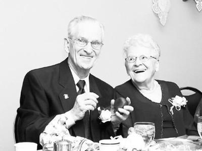 LÉANDRE JOSEPH ONÉSIME BLANCHARD (85 ans) - YVETTE PELLETIER (86 ans) - 60e anniversaire de mariage - 20 février 2004