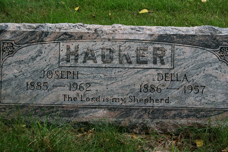 Concordia Cemetery, Forest Park, Cook County, Illinois<br /> HACKER, JOSEPH (1885-1962), DELLA (1886-1957)<br /> The Lord is my Shepherd.<br /> Della Amanda Margaretha Wolf was daughter of Hans and Johanna Wolf and half-sister to Emilie Wolf Behnke.
