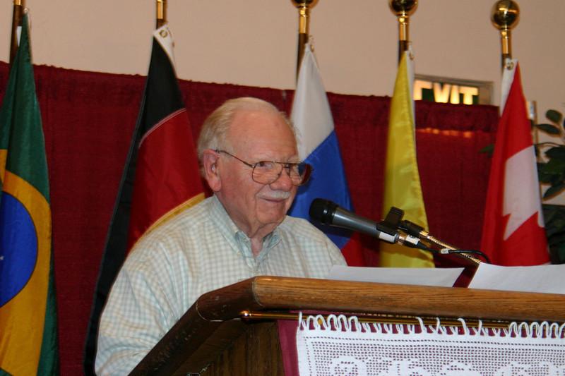 Arthur Flegel addresses the convention