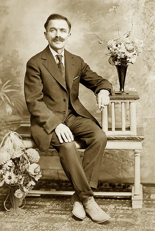 GIOVANNI ELLERO (b. at Maiano, Province of Udine, Nov. 21, 1878; d. at Troy, Michigan, Oakland County, USA, Jun,. 15, 1948.) Son of Celesttino Ellero, 1840-1937, and Angelina Picili. ca. 1930, Detroit, Michigan.