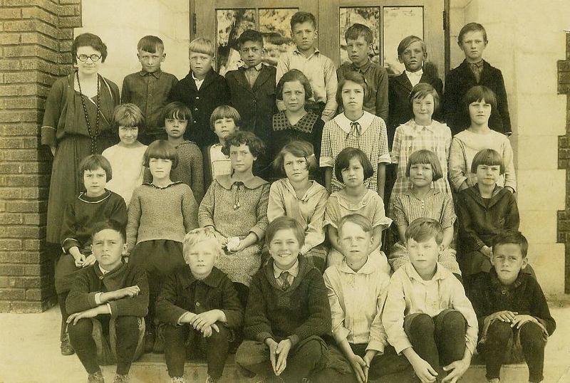 grandmaottsphotos075-1 edith 2ndgrade 1924