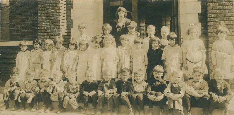 oldpics210-1 edith class 1923(1)