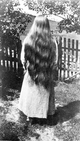 Ma Thompson (back)