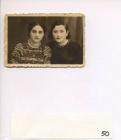 Frieda Altman (Feldman) (left) and Leah Altman (Lopata) (right): two happy sisters in Sokolow Podlaski before WWII