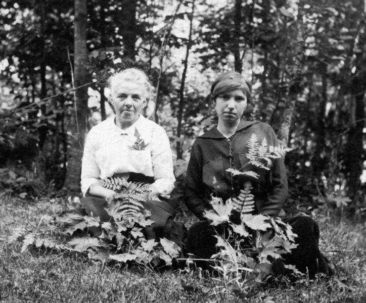 Josephine and Eva Mapes