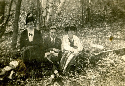 Bill Foote with lady friends, in Massachusetts