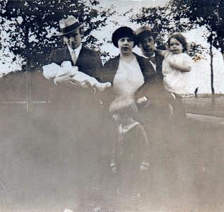 Ella, Bill, Dorothy and Bill Jr. with (?)