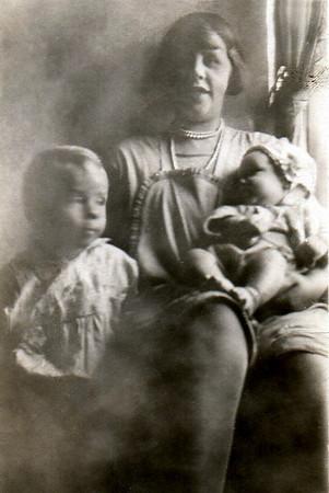 Bill Jr, Ella and Dorothy