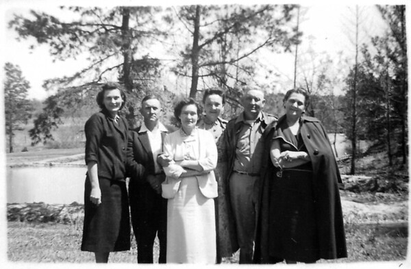 Evelyn Mae Gean (Trenor)(Sparks), William Ray Gean,Frances Ruth Gean (Johnston) (Beene), Mary Elizabeth Gean (Poteete), Albert Dhu Gean, Eva Lois Gean (Myers) DATE: unk... ca. 1955. Photo taken at Dhu\'s Farm, Paris, MS.