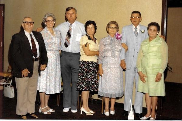 Walter Diggs Gean Family<br /> October 31, 1970<br /> <br /> William Ray Gean Sr.<br /> Evelyn Mae Gean Sparks<br /> Walter Woodrow Gean<br /> Frances Ruth Gean Beene<br /> Alberta Gean Bell<br /> (Mark Hamilton Bell)<br /> Eva Lois Gean Myers