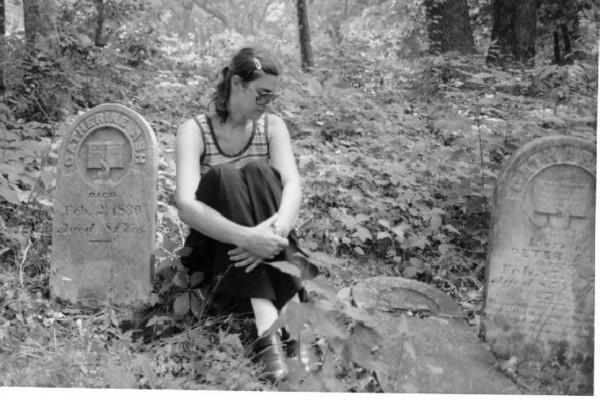 1981AshAdamCatherine-KRB: Kathryn (Rhinehart) Bassett looking at (right on ground) Adam Ash (Johann Adam Esch) b. 1 Mar 1744, d. 1 May 1819. To left - Catharine (Yost) Ash b. 1749, d. 2 Feb 1830, wife of Adam