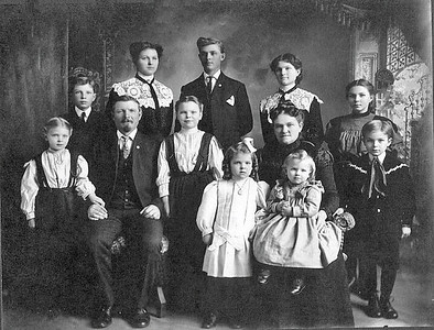 Another image of my paternal grandmother's family.  Agnes Beckman Boeckenstedt is in the back row, second from left.