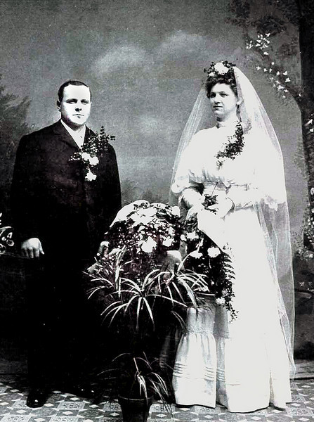 The wedding picture of my paternal grandparents, Agnes Beckman and Anton Boeckenstedt