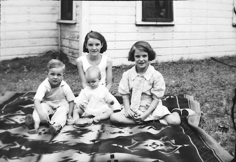 Glines Children Picnic ca.1935, L to R, Herb, Helen, Lois (baby) and Dot