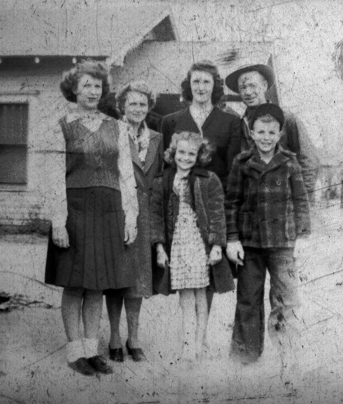 L to R:  Dorothy, Ada, Lois, Helen, George and Herb ca 1944
