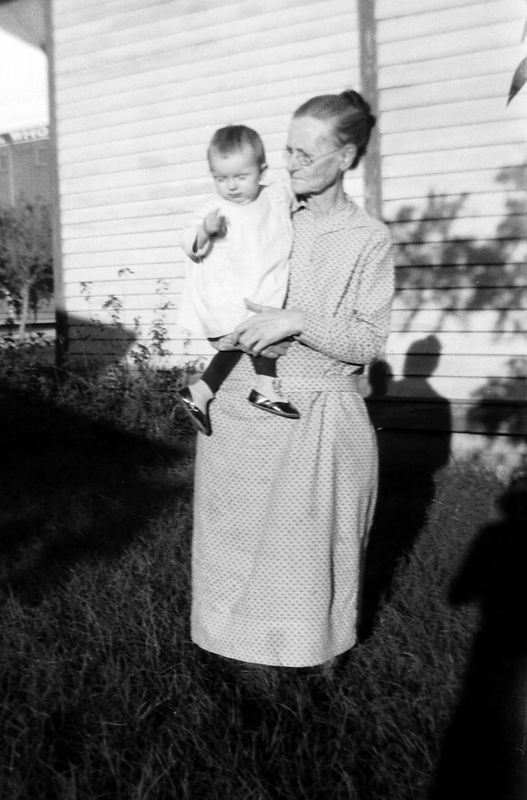This is Telitha Glines and an unknown child but if I had to guess, I'd say it was Goldie Gladys Glines.