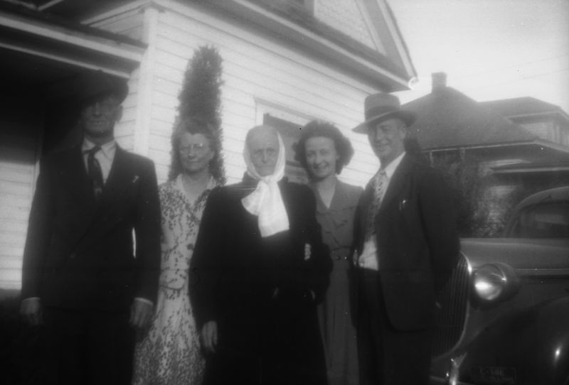 Cliff, Iva, Telitha, Goldie and George Glines.  ca. 1944?