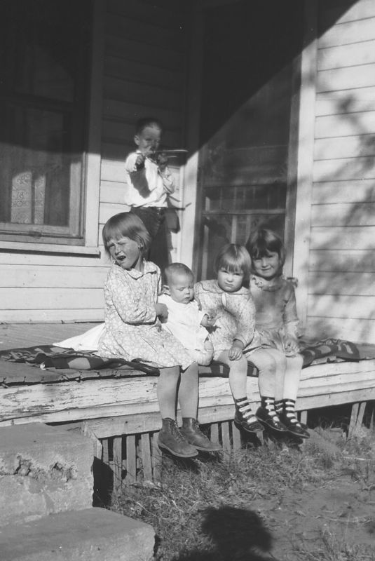 I think these are the Glines' grandkids.  Earnest in the very back then L to R, Goldie Gladys, baby Herb or Eva Ruth, Dorothy and Helen.