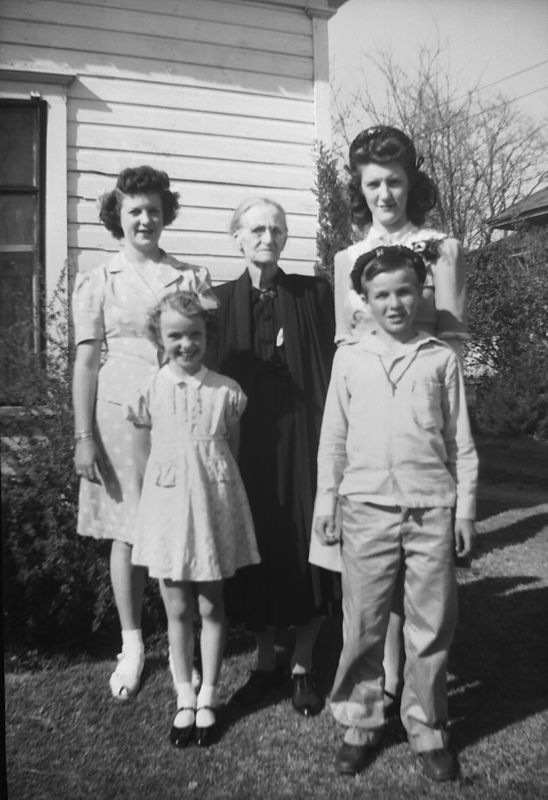 L to R:  Dorothy, Lois, Telitha, Herb and Helen Glines ca. 1943