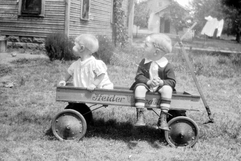 I believe this is Goldie Gladys and Ernest Glines, children of Clifford Glines ca.  1925.