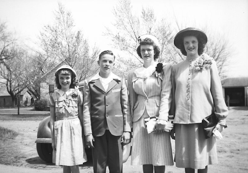 Glines Children ca. Easter 1947, L to R: Lois, Herb, Dot and Helen (pregnant with Judy).