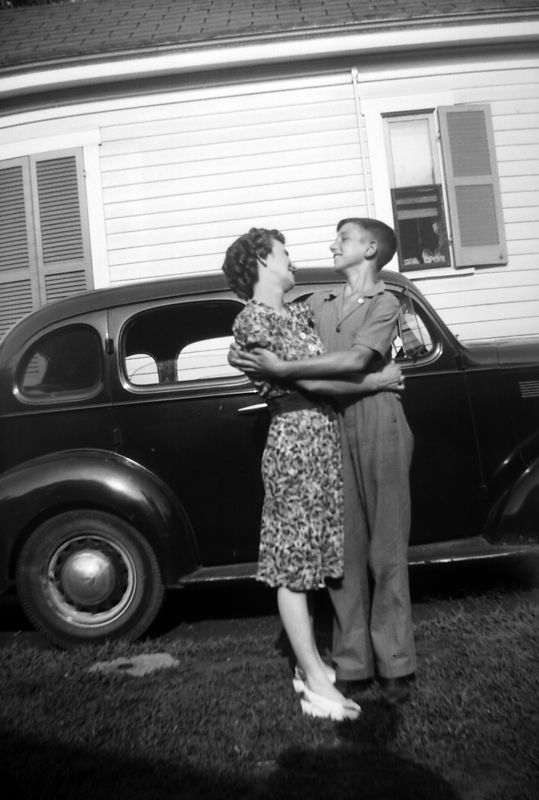 Mamie Lois and Jackson Lee Griffith ca. 1945 in Cincinatti(?) [told to Judi by Jack].