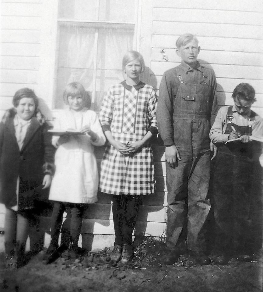 1929_1930 Gladys Volgradsen, Ella, Helen, Ed Keller, Howard Wagner