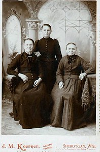 Magdalena (right) with her daughters Walburga (Klimmer) Brandl and Magdalena (Klimmer) Ziegler