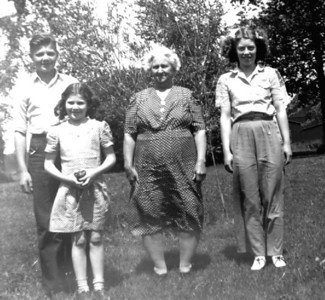 Herdrich Children with Grandma Maggie Klimmer
