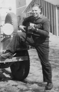 Arnold Knutilla with guitar