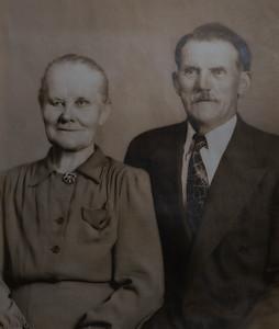 Wilhelmina and Anders Knutilla. Date unknowm.