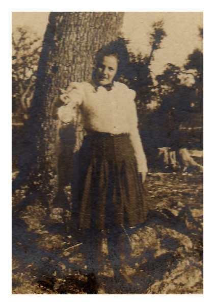 1910 Hedwig Krebs on vacation with parents in Bayou LaBatre, LA.