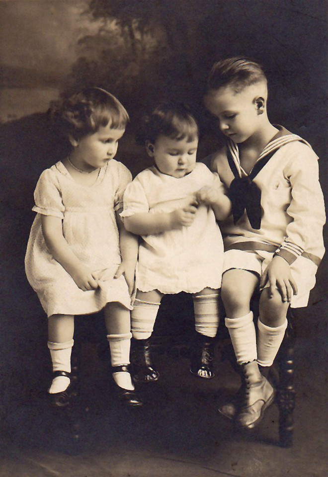 1923 Jane, Wanda and David Krebs.