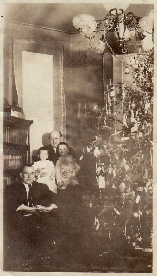 1921 December 25 Parlor at 416 North Church Street Waldo, Jane, Otto, and David Krebs