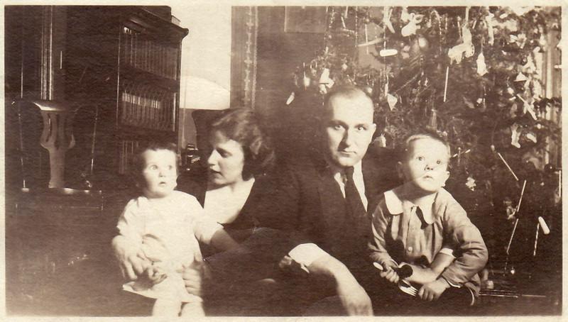 1921 December 25 Parlor at 416 North Church Street Jane, Hedwig, Waldo and David Krebs