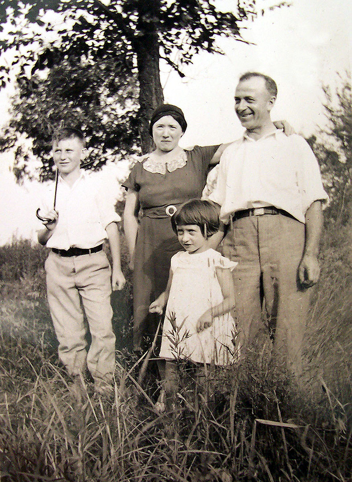 Mary and Tony Lombardi, with their children  Pasquino and Rena.