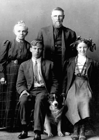 Josephine and John, Lesley and Eva Jane Mapes