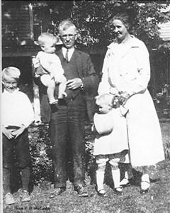 John, Will holding David, Kathryn & Verda - (about 1927)
