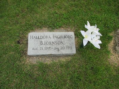 Halldora-Grave