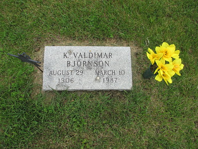 Uncle-Valdi-Grave