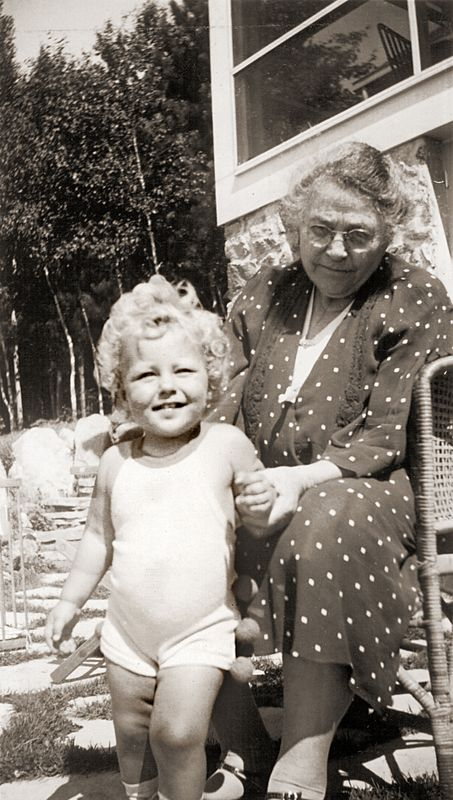 Ottelia Ogle with grand daughter Carolyn Ogle in July 1936 at Three Lakes, Wisconsin, the summer home of James and Alma Knight, Arthur Ogle's wife's parents.