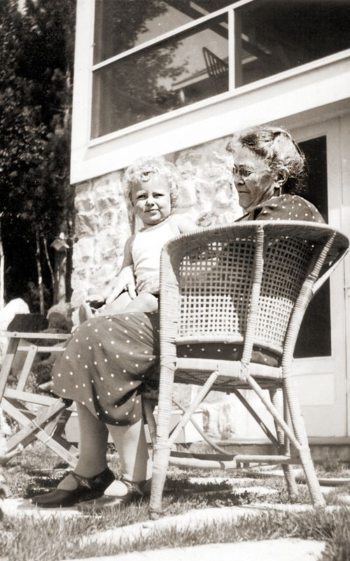 Another  photo of Ottelia and Carolyn  in July 1936.