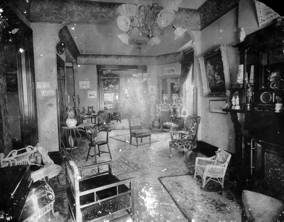 Could this be the interior of 1104 North Lawrence?
