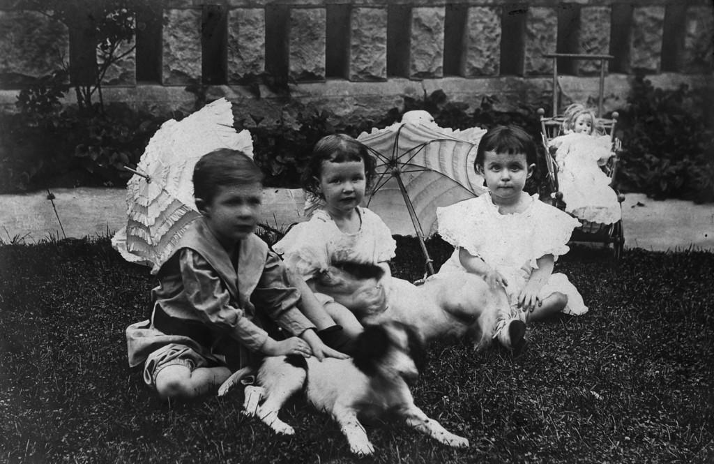 Left to Right:  Walter Pease Innes, Jr.;  Anne Katherine Innes (Phillips);  Elizabeth Woods