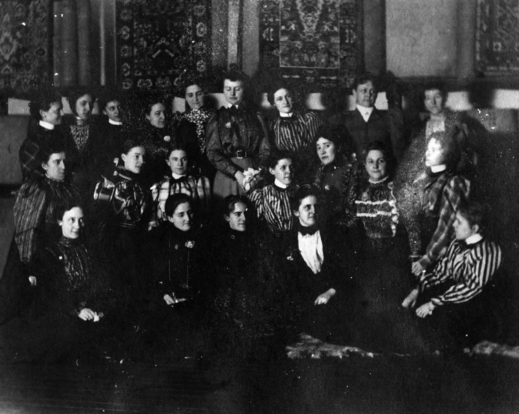 Margaret May Brown (Innes) (1874-1946), 2nd Row, 1st on Right