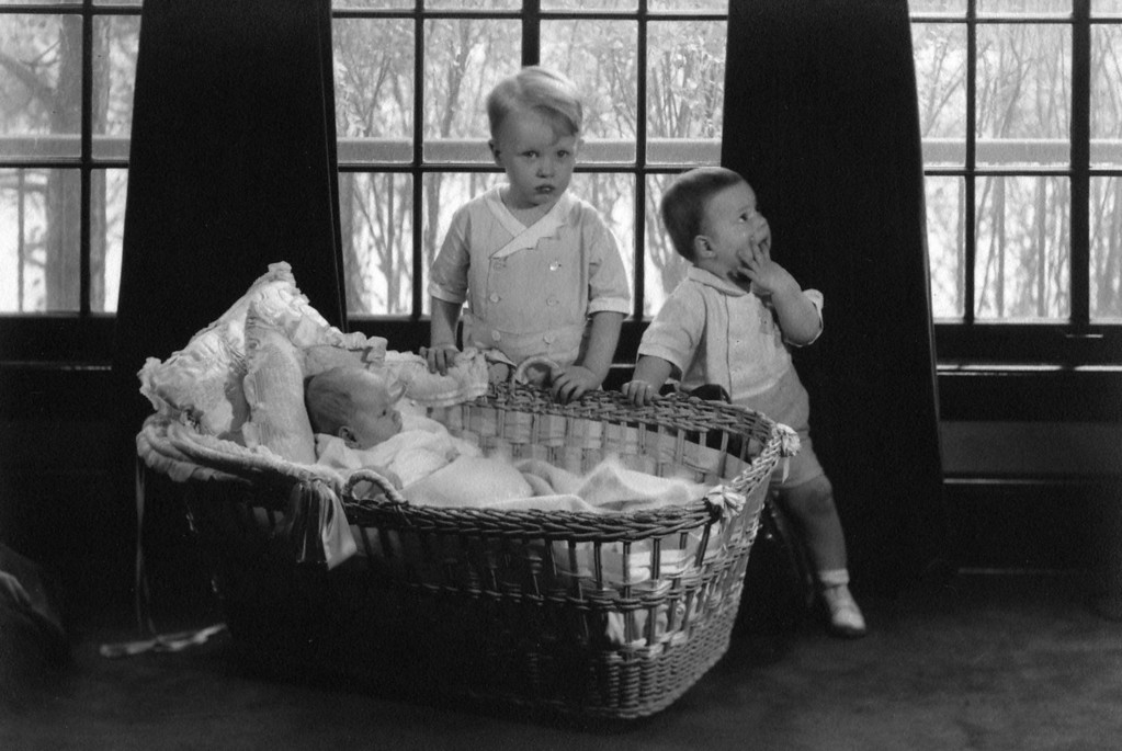 Dec. 1, 1933.  The baby is probably Walter Innes Phillips, born Oct. 21, 1933.  On left, Lee Phillips III;  on right, probably John Philip Starr.