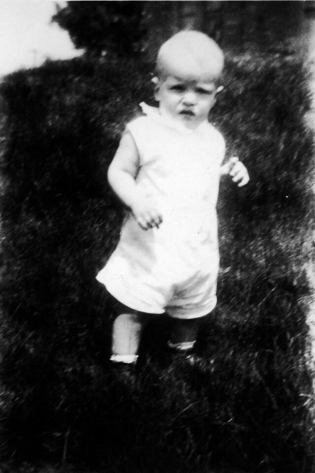 June 10, 1932 (written on back).  Lee Phillips III.