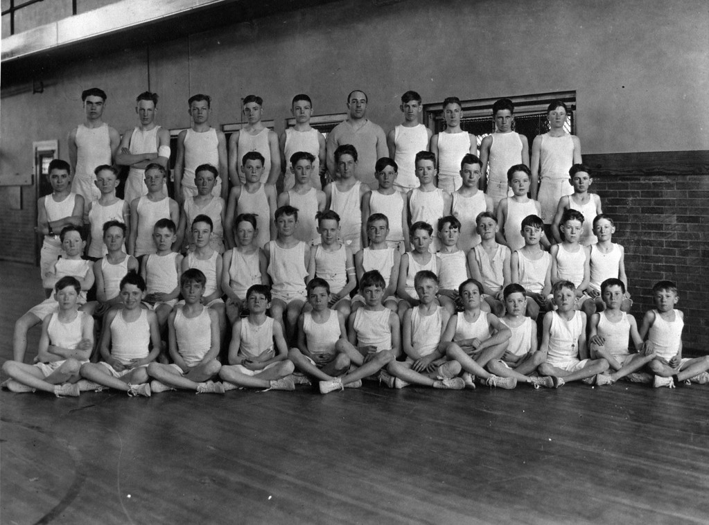 2nd row from bottom, 7th from Left:  Lee Eldas Phillips Jr.?