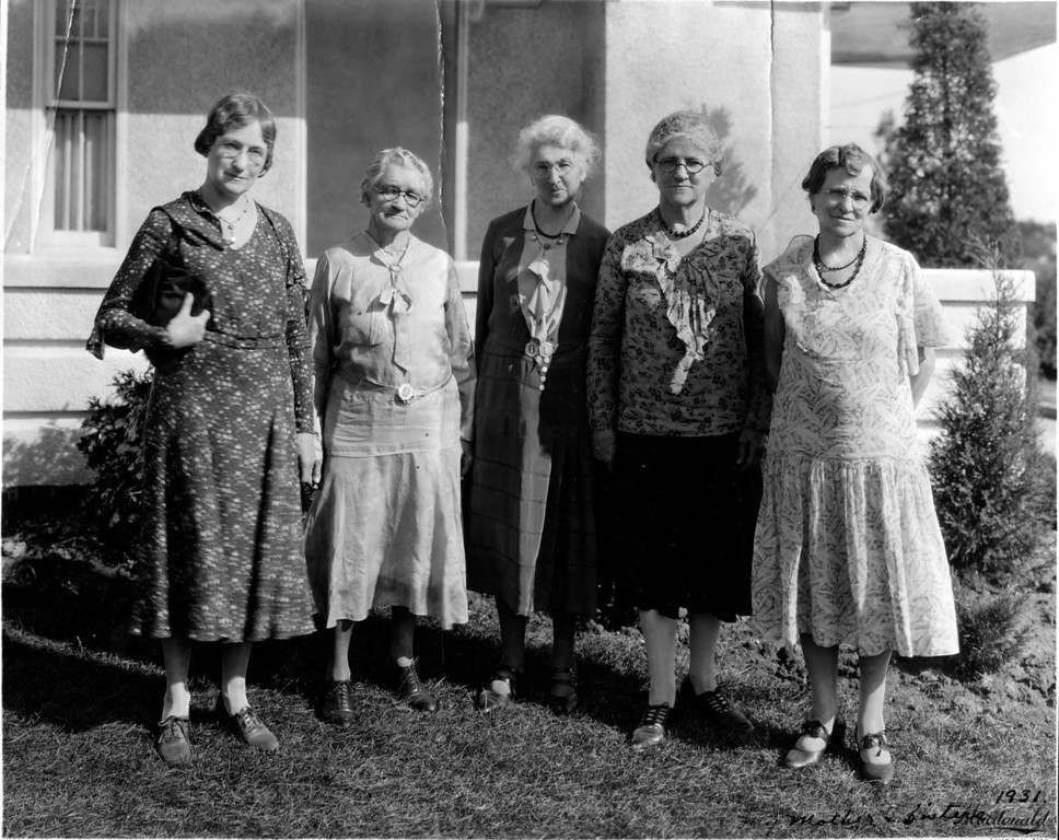 Caption reads:  My mother and sisters 1931.<br /> (Lucinda Faucett Phillips in the center; assume her sister surrounding)